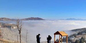 Elazığ'ın tarihi Harput mahallesinde sis manzarası ilgi görüyor