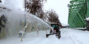 Ağrı Vali Lütfi Yiyenoğlu Şehir Stadyumunda Kar Mesaisi