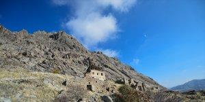 Tunceli'nin Ulukale köyü eski kalıntılarıyla ziyaretçilerini tarihi yolculuğa çıkarıyor