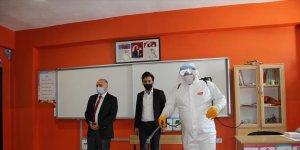 Van ve Bitlis'te yüz yüze eğitime başlayacak okullar dezenfekte edildi