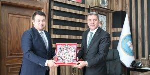 Varto Kaymakamı Ertuğrul Avcı, Korkut Belediye Başkanı Pekbay'ı ziyaret etti