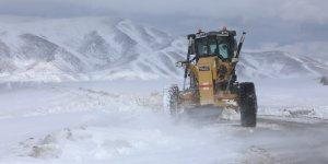Gürpınar Belediyesinden karla mücadele çalışması