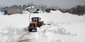 Van'da yolu kardan kapanan mahallelerde mahsur kalan 2 hasta için seferberlik