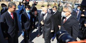 Ulaştırma ve Altyapı Bakanı Karaismailoğlu, Bingöl'de Valilik ve Belediyeyi ziyaret etti