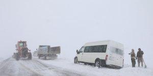 Erciş'te kar ve tipi nedeniyle mahsur kalanlar kurtarıldı