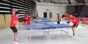 'Bir Gelecek' projesi kapsamında Antalya'da masa tenisi sporcularına malzeme desteği