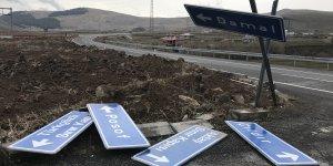 Ardahan'da sağanak ve şiddetli rüzgar ulaşımı aksattı