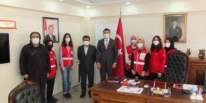Keban Kaymakamı Akbulut'u, Genç Kızılay üyeleri ziyaret etti