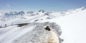 Van'da karla mücadele çalışmaları devam ediyor