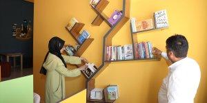 Gürpınar Belediyesinden 2 okula kitap desteği