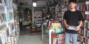 Yaşıtları dijital dünyada kaybolan genç, okuduğu kitaplarla sahaf açtı