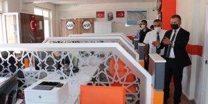 Bitlis hizan Kaymakamı Muhammed İkbal Yelek Hizan İlçe Nüfus Müdürlüğünü ziyaret etti.