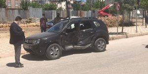 İki araç çarpıştı, sürücülerden biri yaralandı