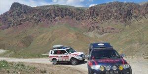 Van'da yaylada hastalanan kişinin yardımına hava ambulansı ulaştı