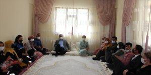 Hakkari Valisi Akbıyık şehit ailelerini ziyaret etti