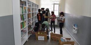 Kars'ta lise öğrencileri kütüphanesi olmayan okullar için seferberlik başlattı