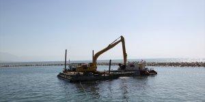 Van Gölü kıyılarından 15 günde 6 bin metreküp dip çamuru temizlendi