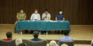 """Gürpınar'da vatandaşlara """"aşılarınızı yaptırın"""" çağrısı"""