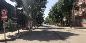 Kars'ta caddelerde hafta sonu sessizliği