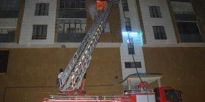 Ağrı'da bir evde çıkan yangında 4 kişi dumandan etkilendi