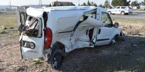 Kars'ta iki otomobil çarpıştı: 3 yaralı