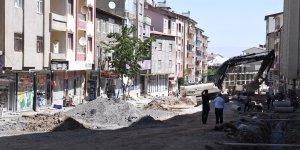 Muş Belediyesi Cumhuriyet Caddesi'ni yeniliyor