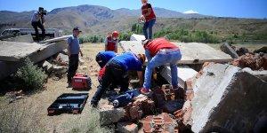 Elazığ'da öğretmenlerden oluşan AKUB ekibinden gerçeği aratmayan deprem tatbikatı