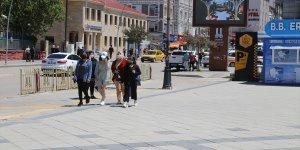 Erzurum'da Kovid-19 vaka sayılarının düşmesi vatandaşı sevindirdi