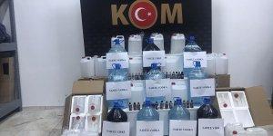 Kars'ta konakladıkları otelde sahte içki ürettikleri iddia edilen 2 kişi gözaltına alındı