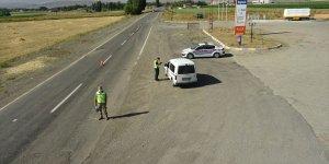 Ağrı-İran kara yolundaki trafik helikopterle denetlendi
