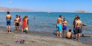 """Van'da """"2. Akdamar Adası Yüzme Festivali"""" düzenlendi"""