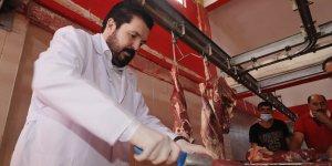 Ağrı Belediye Başkanı Sayan ihtiyaç sahiplerine kurban eti dağıttı