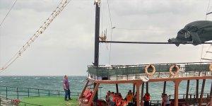 Van'da batma tehlikesi geçiren tur teknesindeki 34 kişi kurtarıldı
