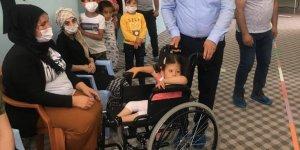 Varto'da tekerlekli sandalye dağıtımı