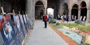 """Tarihi Çifte Minareli Medrese'de """"15 Temmuz"""" konulu fotoğraf sergisi açıldı"""