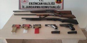 Erzincan'da ruhsatsız tabanca ile av tüfekleri bulunduran şüpheliye para cezası