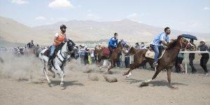 Erzurum'da 'Geleneksel Rahvan At Yarışları' düzenlendi