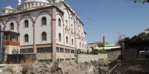 Yukarı Nurşin Camii önünde yapılan inşaata tepki