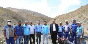 VASKİ Genel Müdürü Kaplan ve mahalle muhtarları İspiriz Dağı'nda devam eden çalışmaları inceledi