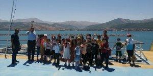Tatvan'da öğrencilere Türkiye'nin en büyük iki feribotu tanıtıldı