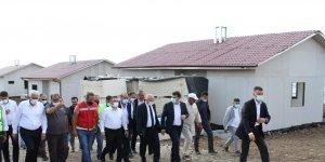 """Öz: """"Deprem konutlarının yapımı devam ediyor"""""""