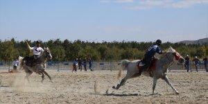 Erzurum'da düzenlenen '5. Geleneksel Atlı Cirit Turnuvası' başladı