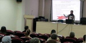 Erzincan Refahiye ilçesinde Aile Eğitim Programı kapsamında 'Aile İçi İletişimin Temel Unsurları' konulu eğitim verildi