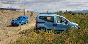 Kızlarını üniversiteye kayda götüren aile trafik kazasında yaralandı