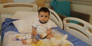 Ağrı'da üzerine kaynar su dolu çaydanlık devrilen bebek Erzurum'da tedaviye alındı