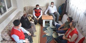 Sağlık ekipleri Kars'ta aşılama için kapı kapı dolaşıyor