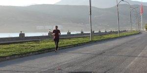 (ÖZEL) Sağlıklı yaşam için Tatvan sahilinde sabah sporu