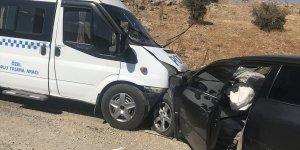 Malatya'da yolcu minibüsü ile otomobilin çarpışması sonucu 11 kişi yaralandı