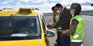 Kars'ta jandarma araç kullanırken telefonla konuşmayı önlemek için uygulama yaptı