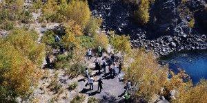 Doğaseverler, Nemrut Krater Gölü çevresinde temizlik yaptı